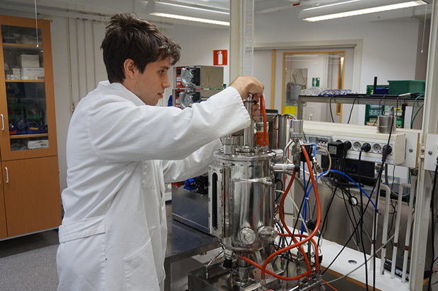 Patrik working with the reactor