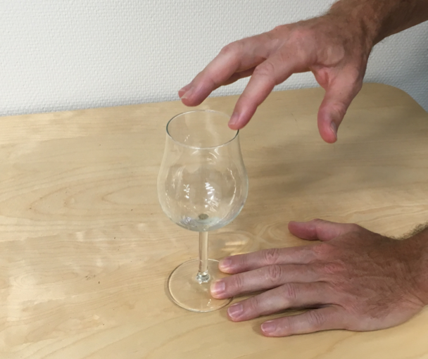 Making tone with wine glass